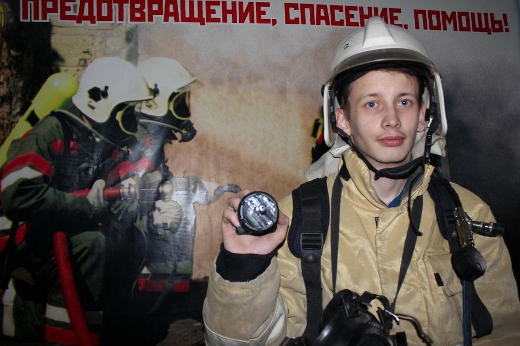 Пожарный доброволец провёл испытание лазерной установки по нахождению путей эвакуации в дыму