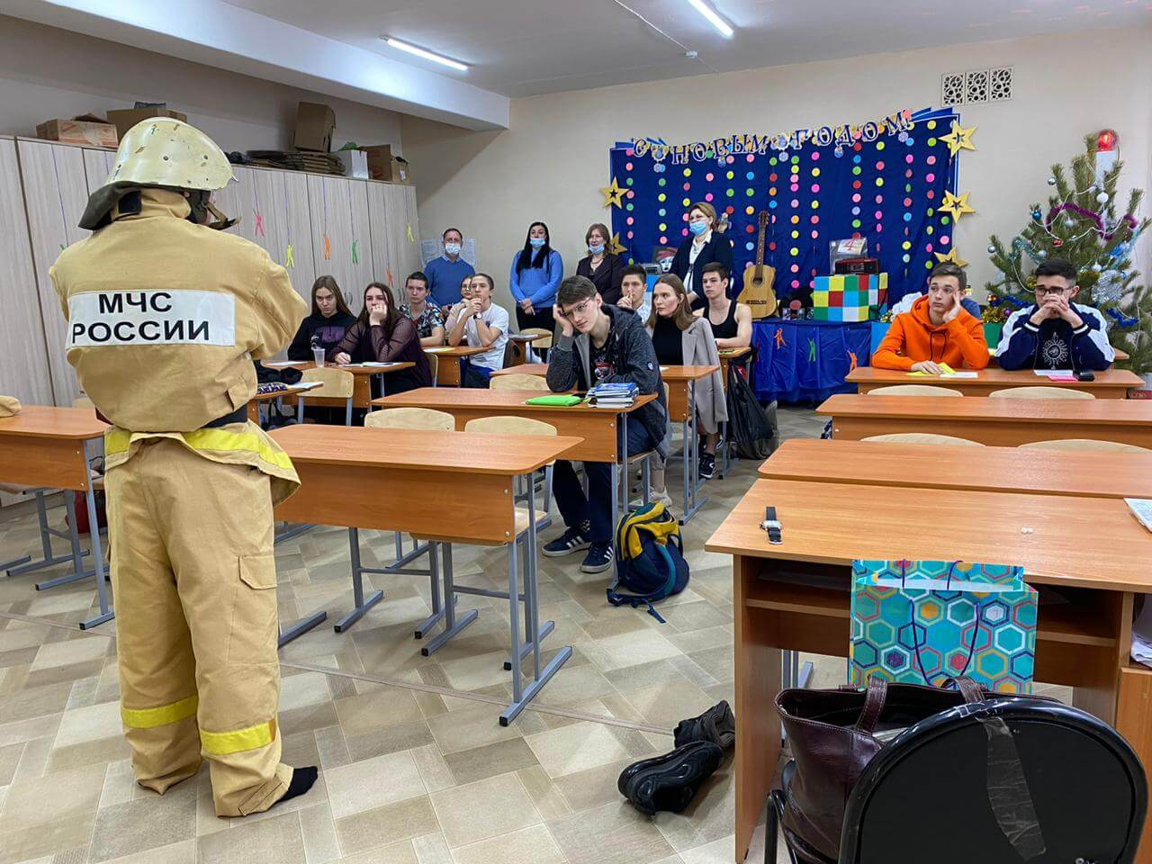 Студенты рассказали школьникам о профессии пожарного