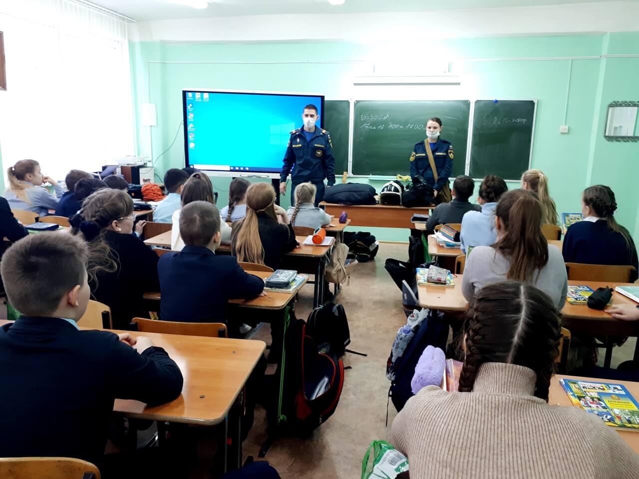 Противопожарные рейды в жилом секторе и разъяснительную работу среди школьников проводят наши выпускники и учащиеся