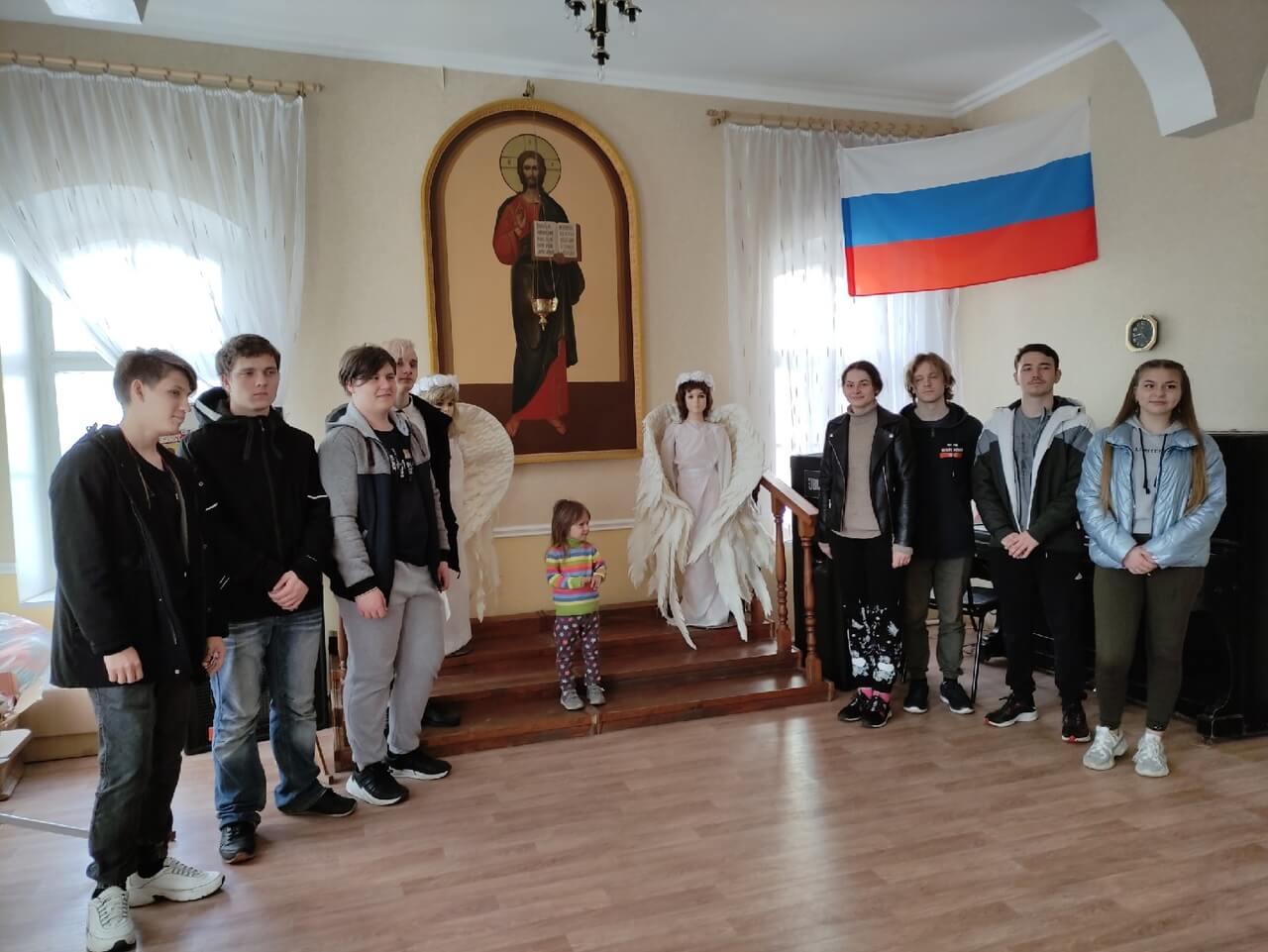 Помощь в уборке территории Покровского архиерейского собора